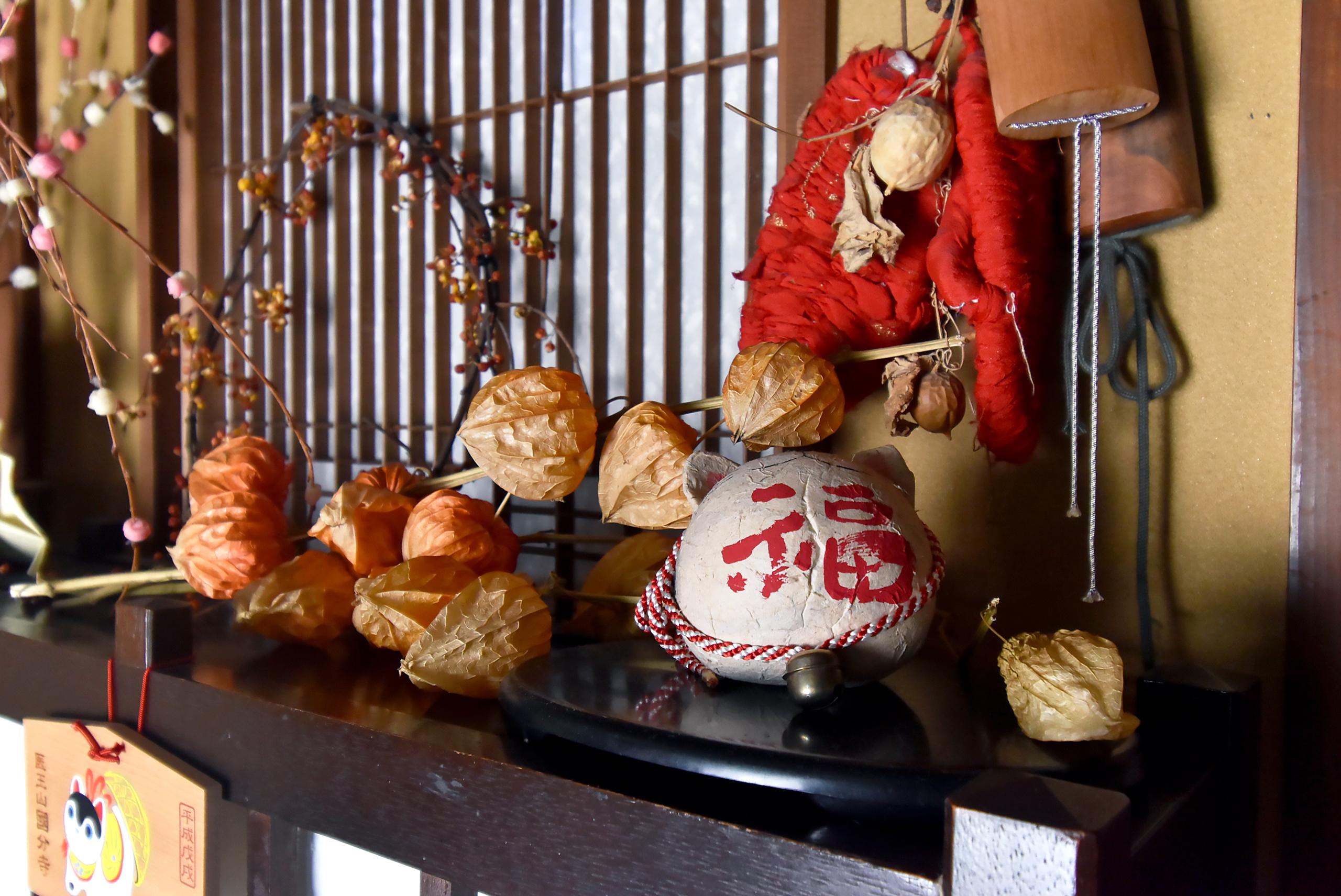 飛騨高山 旅館 棚 民芸品 飾り小物