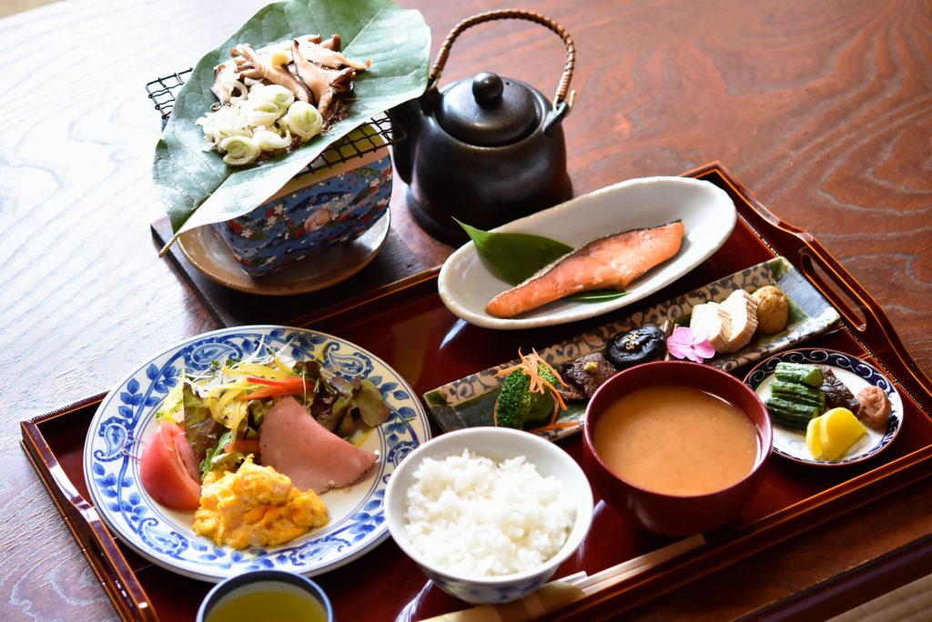 朝食 朴葉味噌